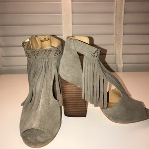 Brand New Chinese Laundry Peep Toe Suede Sandles